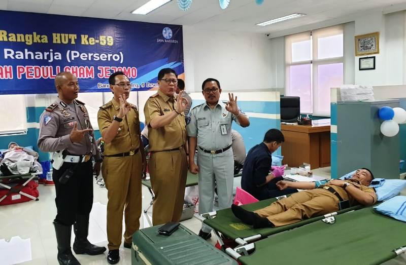 Kepala Jasa Raharja Cabang Lampung, Suratno (kanan).