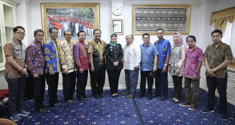 Wakil Gubernur Lampung Chusnunia Chalim menerima audiensi Panitia Natal Oikumene Provinsi Lampung tahun 2019 di Ruang Rapat Wakil Gubernur Lampung, Jumat (20/12/2019).