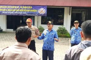 """""""Panglima Tagana Lampung"""" Sumarju Saeni, memastikan seluruh personil dan peralatan yang dimiliki dalam keadan baik dan """"siap tempur""""."""