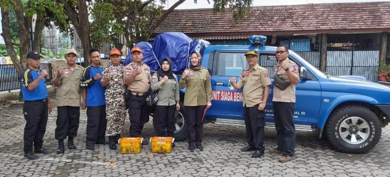 Enam relawan personil Tagana Lampung hari ini, Jumat, 03 Januari 2020 didampingi Wakil Gubernur Lampung, Chusnunia diberangkatkan ke lokasi bencana banjir dan tanah longsor di Provinsi Banten. Tepatnya di Cipanas, Kabupaten Banten.