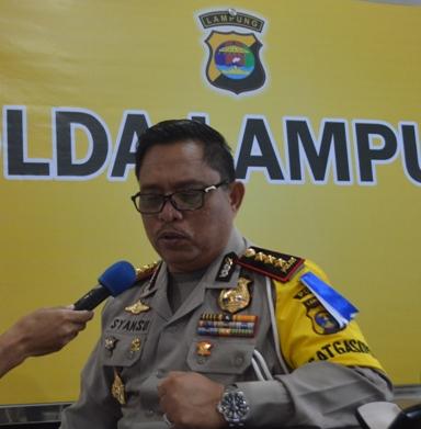 Dirlantas Polda Lampung Kombes (Pol) Syamsu Riyani Darussalam saat wawancara dengan Radio Suara Wajar di Mapolda, (17/7).
