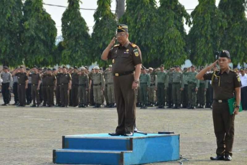 Kajati Lampung Suyadi saat bertindak sebagai Inspektur Upacara Upacara Fokorpimda di Lingkungan Pemerintah Provinsi Lampung, Senin (19/10/2015).