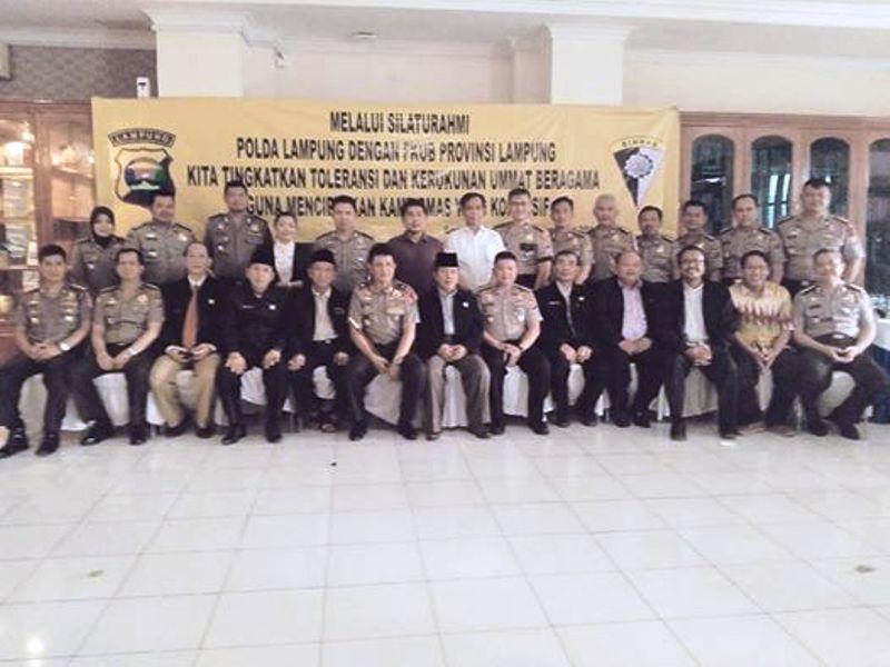 Kapolda Brigjen (Pol) Edward Syah Pernong beserta jajaran dan pengurus FKUB Lampung yang diketuai Dr.Moh. Bahrudin,M.A, di Mapolda Lampung, Selasa 10 November 2015.