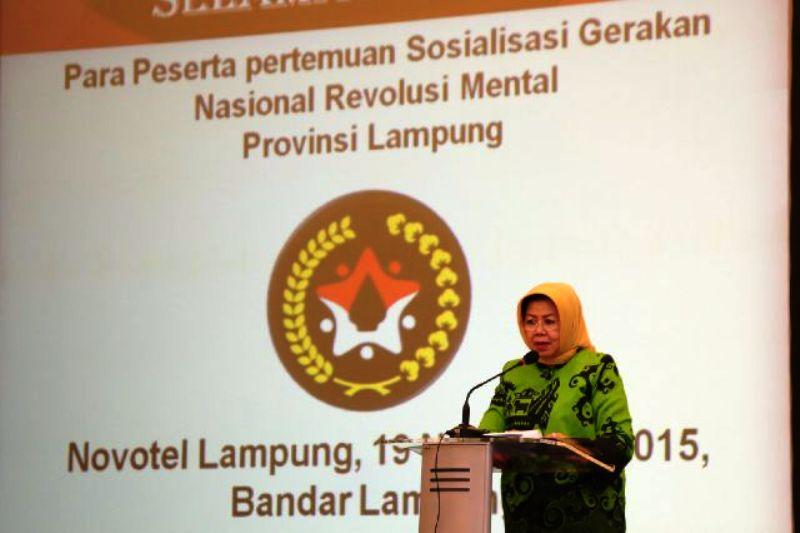 Asisten Bidang Kesra Elya Muchtar dalam Rapat Koordinasi dan Sosialisasi Gerakan Nasional Revolusi Mental di Hotel Novotel, Kamis malam (19/11/2015).