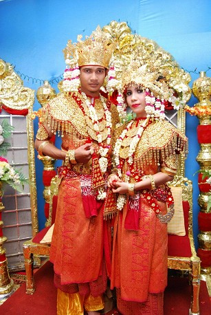 Pakaian-adat-sumatera-selatan-Aesan-Gede-pakaian-tradisional-sumatera-selatan-Aesan-Gede