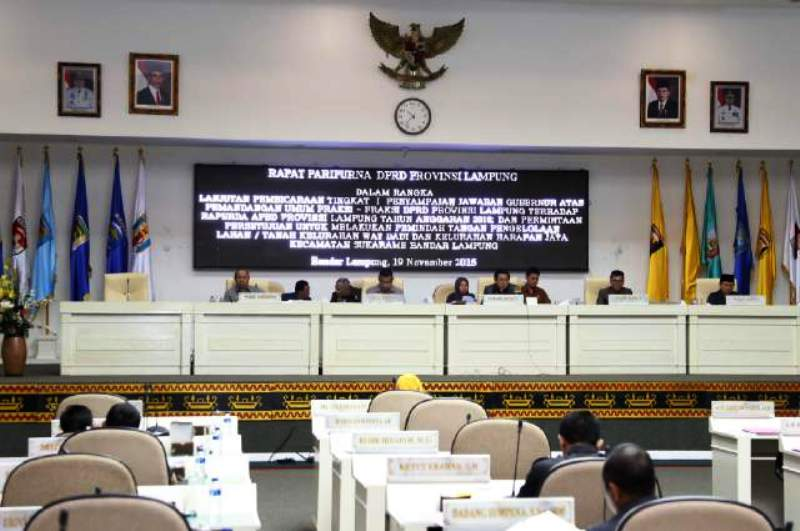 Rapat Paripuna DPRD Provinsi Lampung yang berlangsung pagi tadi, Kamis 19 November 2015 di Ruang Sidang kantor setempat.