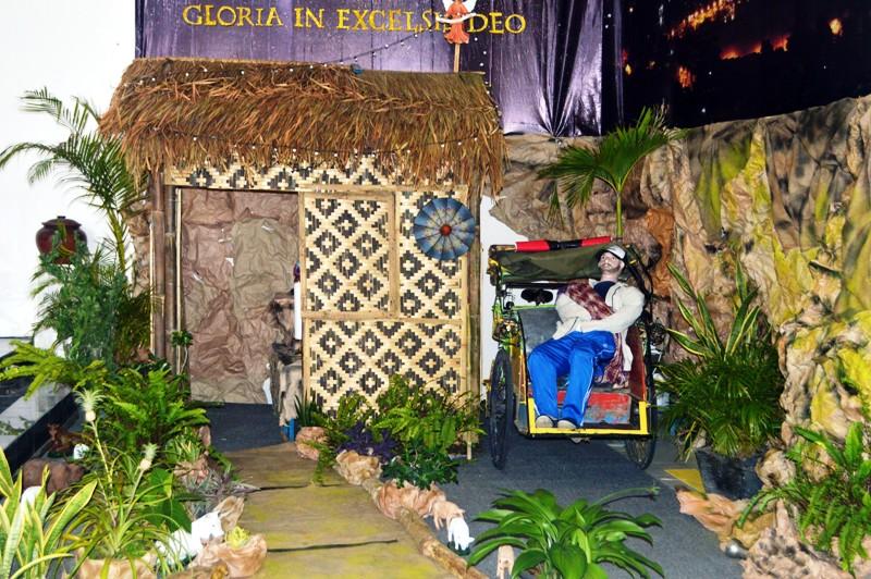 Goa Natal di dalam Gereja Santo Petrus Panjang, Paroki Ratu Damai Teluk Betung Bandar Lampung. Foto : Robert