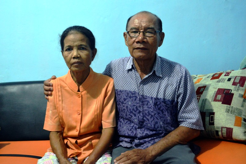 Ignatius Sujiman (68)  dan istrinya Bernadeta Sakiyah (64) di Perumahan Permata Asri blog P no.8, Desa Karang Anyar Kecamatan Jati Mulyo Kabupaten Lampung Selatan Sabtu 19 Desember 2015.