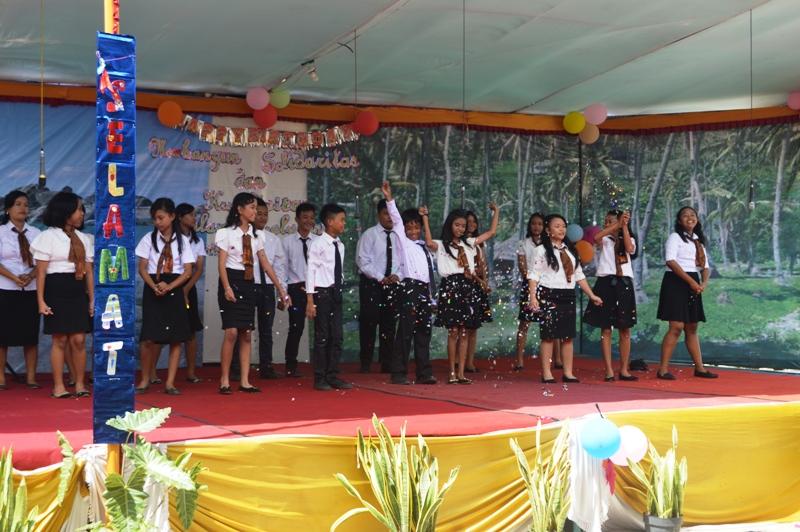 Sajian paduan suara siswa-siswi SMP Xaverius II Bandar Lampung di Panjang, Sabtu 09 Januari 2016.