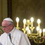 Paus Fransiskus Kecam Kekerasan yang Mengatasnamakan Agama