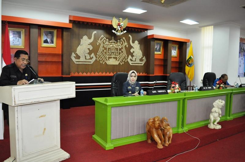 Asisten Bidang Ekbang Adeham di Ruang Sungkai Balai Keratun, Rabu (6/01/2016).
