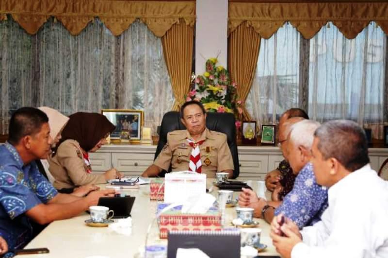 Wakil Gubernur Bachtiar Basri saat menerima audiensi Direktur Eksekutif APFINDO Joni Liano beserta rombongan di ruang kerja Wakil Gubernur Lampung, Rabu (13/1).