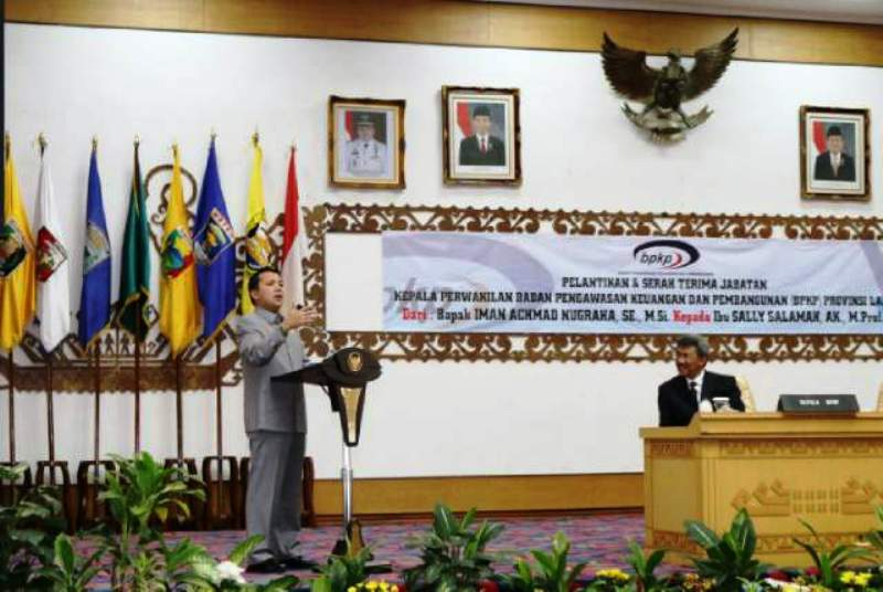 Gubernur Lampung M. Ridho Ficardo saat memberikan sambuatan usai melantik Kepala Perwakilan BPKP Provinsi Lampung, serta serah terima jabatan dari Iman Achmad Nugraha kepada Sally Salamah Kamis (25/2) di Balai Keratun Kantor Gubernur.