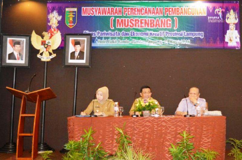Asisten Bidang Ekbang Adeham, saat membuka Musrenbang Bidang Kepariwisataan, Selasa 15 Maret 2016 di Hotel Bukit Randu Bandar Lampung.