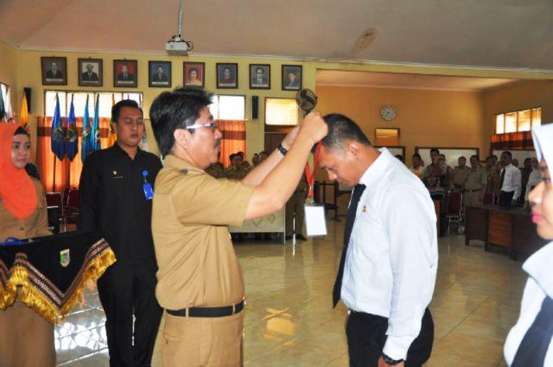Asisten Bidang Administrasi Umum Hamartoni Ahadis saat membuka Diklatpim di Aula Badan Diklat Provinsi Lampung, Selasa 12 April 2016.