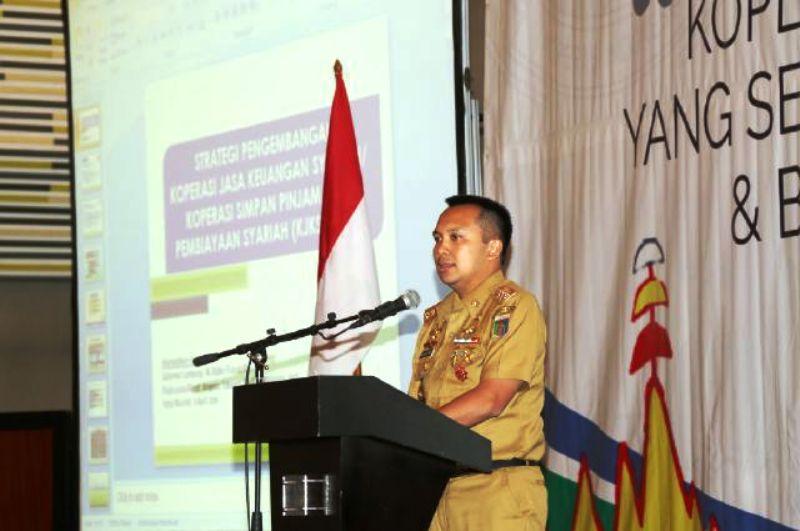 Gubernur Lampung M Ridho Ficardo saat membuka RAT Inkopsyah, di Hotel Novotel Bandar Lampung Selasa 5 April 2016.