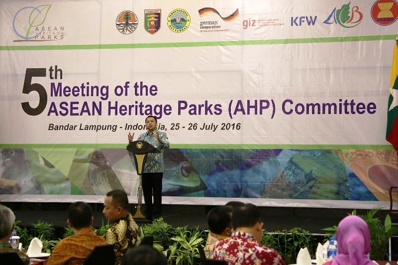 Gubernur Lampung M. Ridho Ficardo pada acara Welcome Dinner The Fifth Asean Heritage Park Committee Meetin semalam Senin 25 Juli 2016 di The 7th Hotel And Convention Center, Bandar Lampung