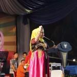 Aprilani Yustin Ficardo mendapatkan penghargaan dari Ibu Negara Iriana Joko Widodo