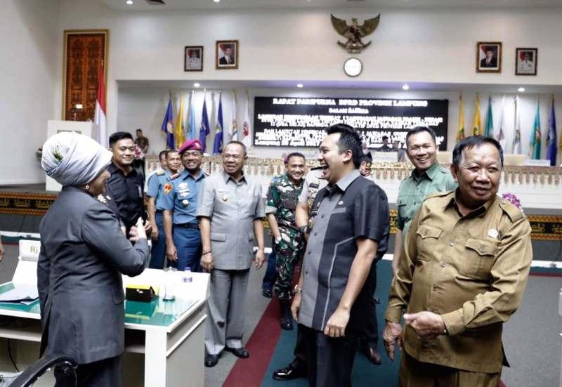 Gubernur Lampung M. Ridho Ficardo pada Rapat Paripurna DPRD Provinsi Lampung Lanjutan Pembicaraan Tingkat I di Ruang Sidang DPRD, Jumat 28 April 2017.