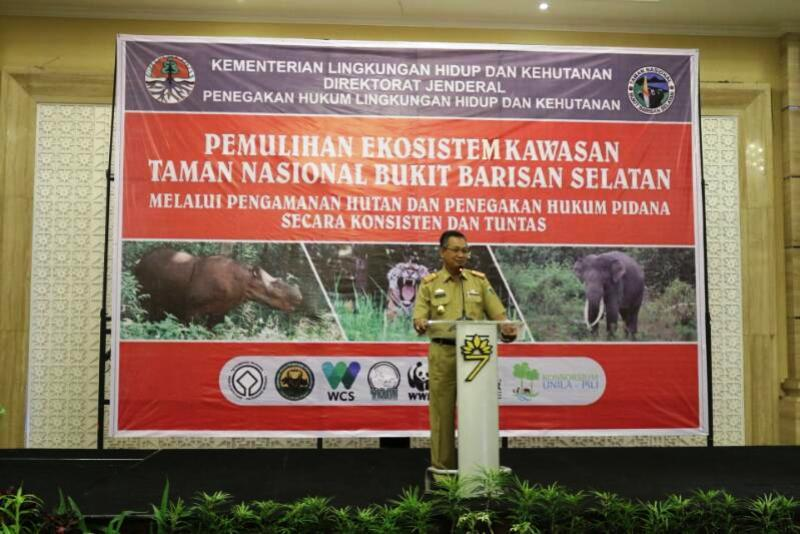 Ir. Sutono saat membuka Rapat Pemulihan Ekosistem Kawasan Taman Nasional Bukit Barisan Selatan (TNBBS) Melalui Pengamanan Hutan dan Penegakan Hukum Pidana Secara Konstan dan Tuntas di Hotel 7th, Selasa 11 April 2017.