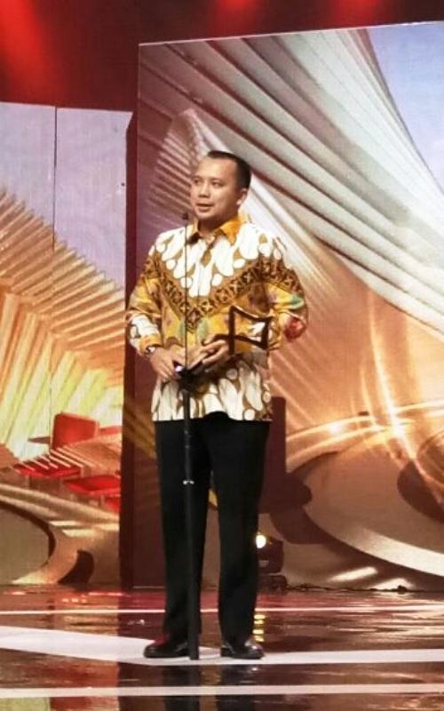 Gubernur Lampung Muhammad Ridho Ficardo saat menerima Anugerah Komisi Penyiaran Indonesia (KPI) 2017 kategori Pemerintah Daerah Peduli Penyiaran, di Studio 6 Emtek City, Jalan Damai 11, Jakarta Barat, Sabtu 28 Oktober 2017.