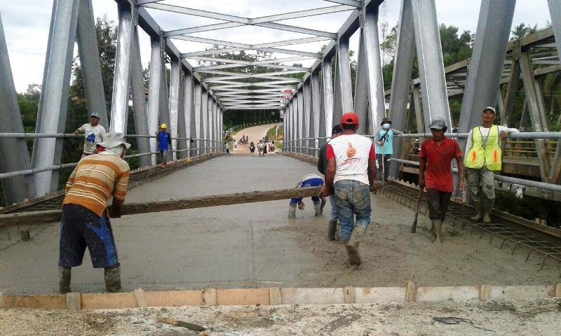 ini. Jembatan ini menghubungkan Kalirejo, Lampung Tengah, dan Pringsewu yang berada di Desa Podomoro Kecamatan Pringsewu Utara kabupaten Pringsewu.