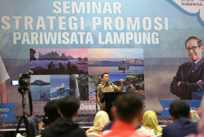 Gubernur Muhammad Ridho Ficardo menghadirkan Bapak Marketing Indonesia, Hermawan Kartajaya untuk berbagi ilmu di acara Seminar Strategi Promosi Pariwisata Lampung di Hotel Novotel, Bandar Lampung, Senin 18 Desember 2017.