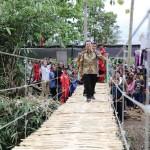 Gubernur Ridho Resmikan Jembatan Gantung ke-6 di Gedong Tataan