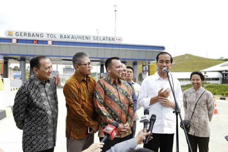 Presiden Joko Widodo saat meresmikan meresmikan jalan tol Lampung segmen Pelabuhan Bakauheni - Simpang Susun Bakauheni dan Segmen Simpang Susun Lematang - Simpang Susun Kota Baru, Minggu 21 Januari 2018.