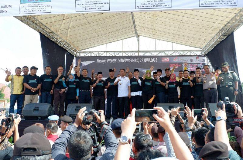Deklarasi Kampanye Damai menuju Pemilihan Gubernur dan Wakil Gubernur Lampung 2018, yang dilaksanakan di PKOR Sumpah Pemuda Wayhalim, Minggu 18 Februari 2018.