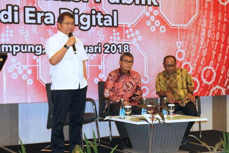 Menteri Komunikasi dan Informatika Rudiantara dan Juru Bicara Presiden Johan Budi dalam Focus Group Discussion (FGD) tentang Tantangan dan Pendekatan Komunikasi Publik di era Digital, di Novotel Bandar Lampung, Senin 5 Februari 2018.