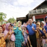 M Ridho Ficardo Gotong Royong Buat Jalan Kampung di Desa Candi Mas