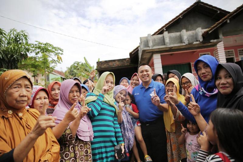 Calon Gubernur Lampung Muhammad Ridho Ficardo, bersama masyarakat Desa Candi Mas, Kecamatan Natar, Lampung Selatan.