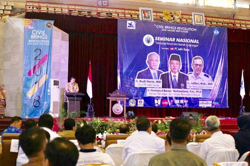 Asisten Bidang Pemerintahan dan Kesra Hery Suliyanto dalam Seminar Nasional bersama PT. Adhi Karya di GSG Universitas Lampung pada Selasa pagi 10 April 2018.