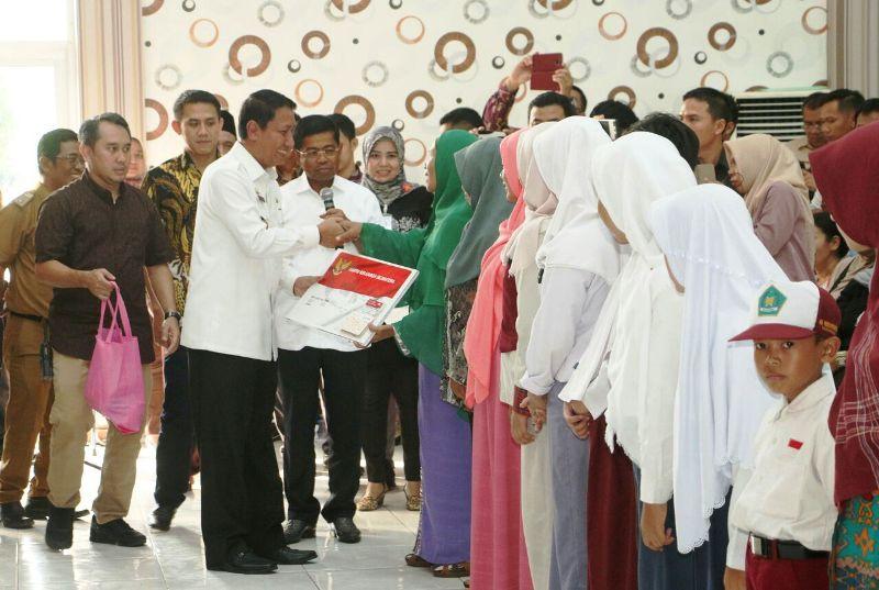 Pjs. Gubernur Lampung Didik Suprayitno dan Menteri Sosial RI Idrus Marham.