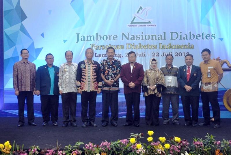 Pemerintahan dan Kesra Sekda Provinsi Lampung, Hery Suliyanto saat membuka acara Jambore Nasional Diabetes Tahun 2018 di Ballroom Swiss Belhotel Bandar Lampung, Jumat (20/7/2018).