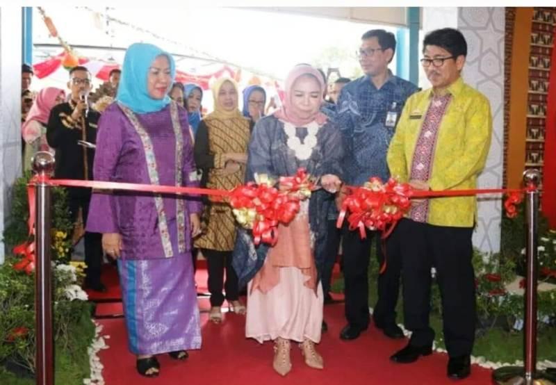 Deputi Gubernur Bank Indonesia Rosmaya Hadi, saat membuka perhelatan Syariah Fair di Bandar Lampung, Jumat 03 Agustus 2018.