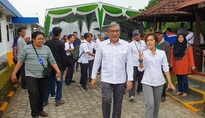 Direktur Utama PGN, Gigih Prakoso bersama Divission Head Communication Corporate, Desy Anggia Wulandari  dalam kunjungannya di Station LBM, Lampung Timur, Senin, 15 Oktober 2018.
