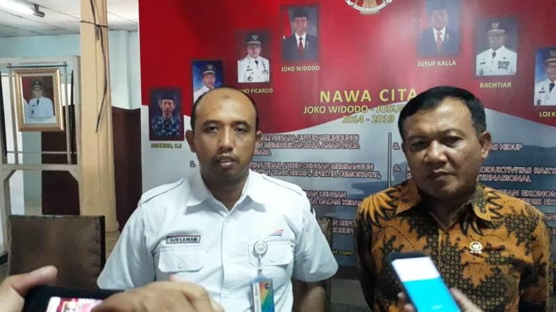 EVP KAI Divre IV Tanjungkarang Suryawan Putra Hia didampingi Anggota DPR RI Anang Prihantoro.