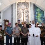 Lakukan Pengamanan Malam Misa Natal, Gubernur Ridho Dan Kapolda Lampung Kunjungi Gereja di Bandar Lampung