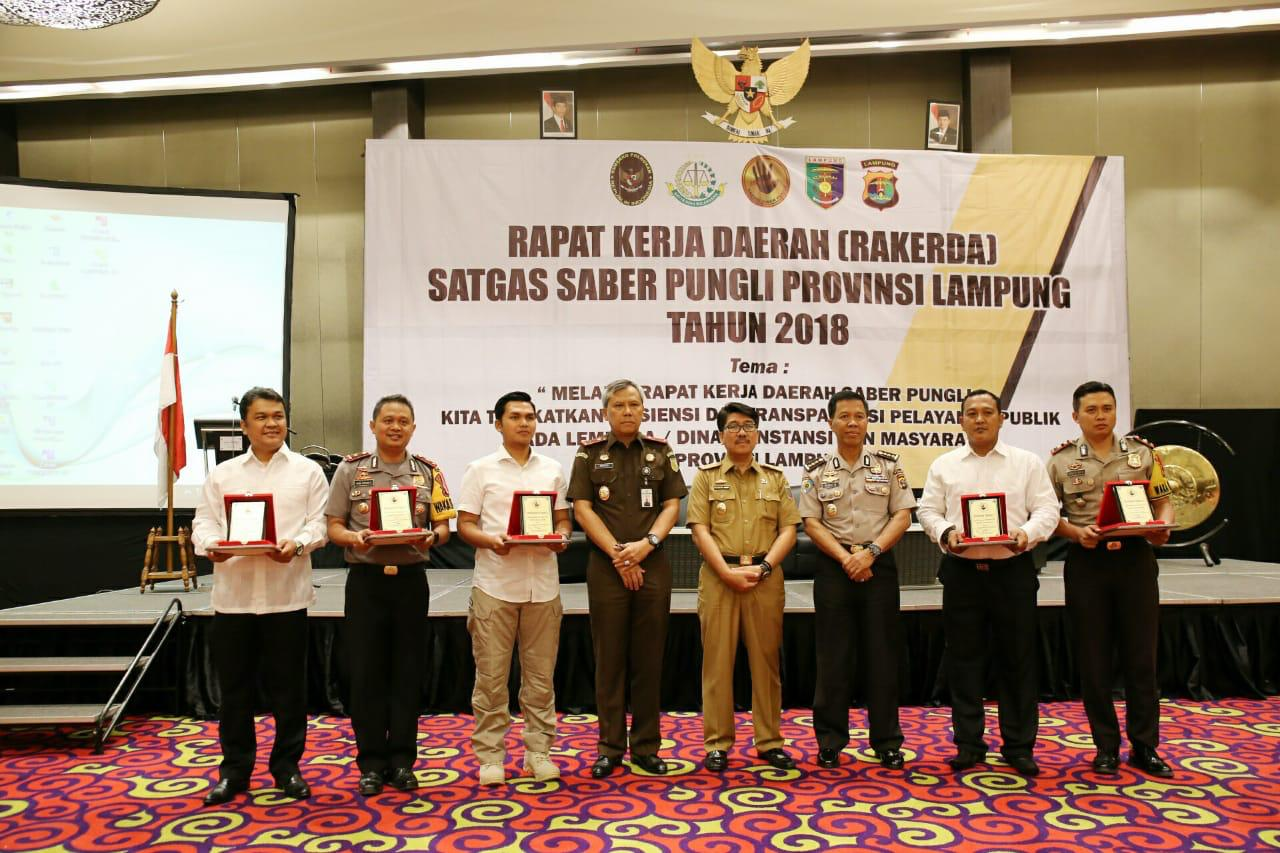 Rapat Koordinasi dan Evaluasi Satgas Saber Pungli Provinsi Lampung tahun 2018 di Ballroom Hotel Novotel, Selasa (18/12/2018).