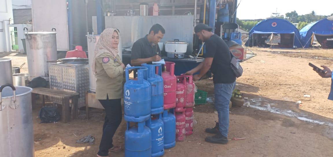 Pertamina Marketing Operation Region II (MOR II) Sumbagsel kembali menyalurkan Tabung Bright Gas untuk posko dapur umum para pengungsi tsunami di Lampung, Sabtu, 29 Desember 2018.