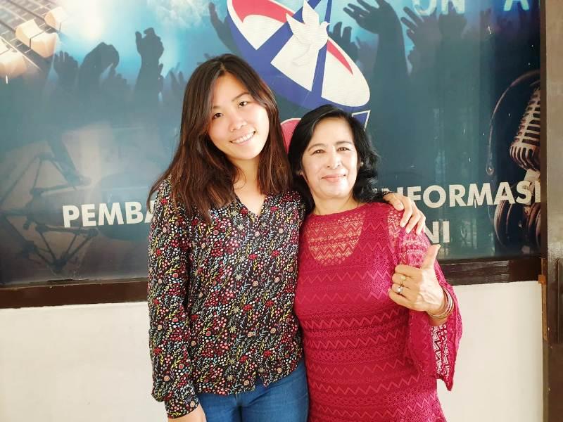 Cicilian Trisna Ningsih bersama putir keduanya Christine Handayani Radityas di Studio Radio Suara Wajar, Rabu, 08 Mei 2019. (Foto : Robert)